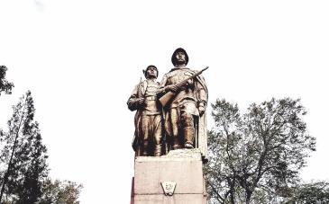 Monument aan de helden van Komsomol jaren '20 en '40